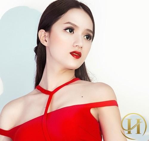 Hương Giang trở nên nữ tính hơn hẳn với đường nét