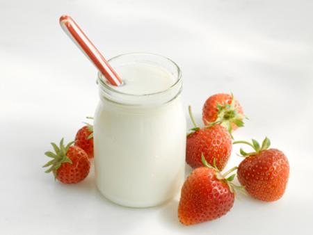 Sữa chua là nguyên liệu được rất nhiều chị em yêu thích