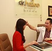 Bác sĩ thăm khám tư vấn