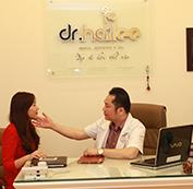 Bác sĩ khám và lên kế hoạch điều trị