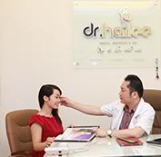 Bác sỹ thăm khám tư vấn