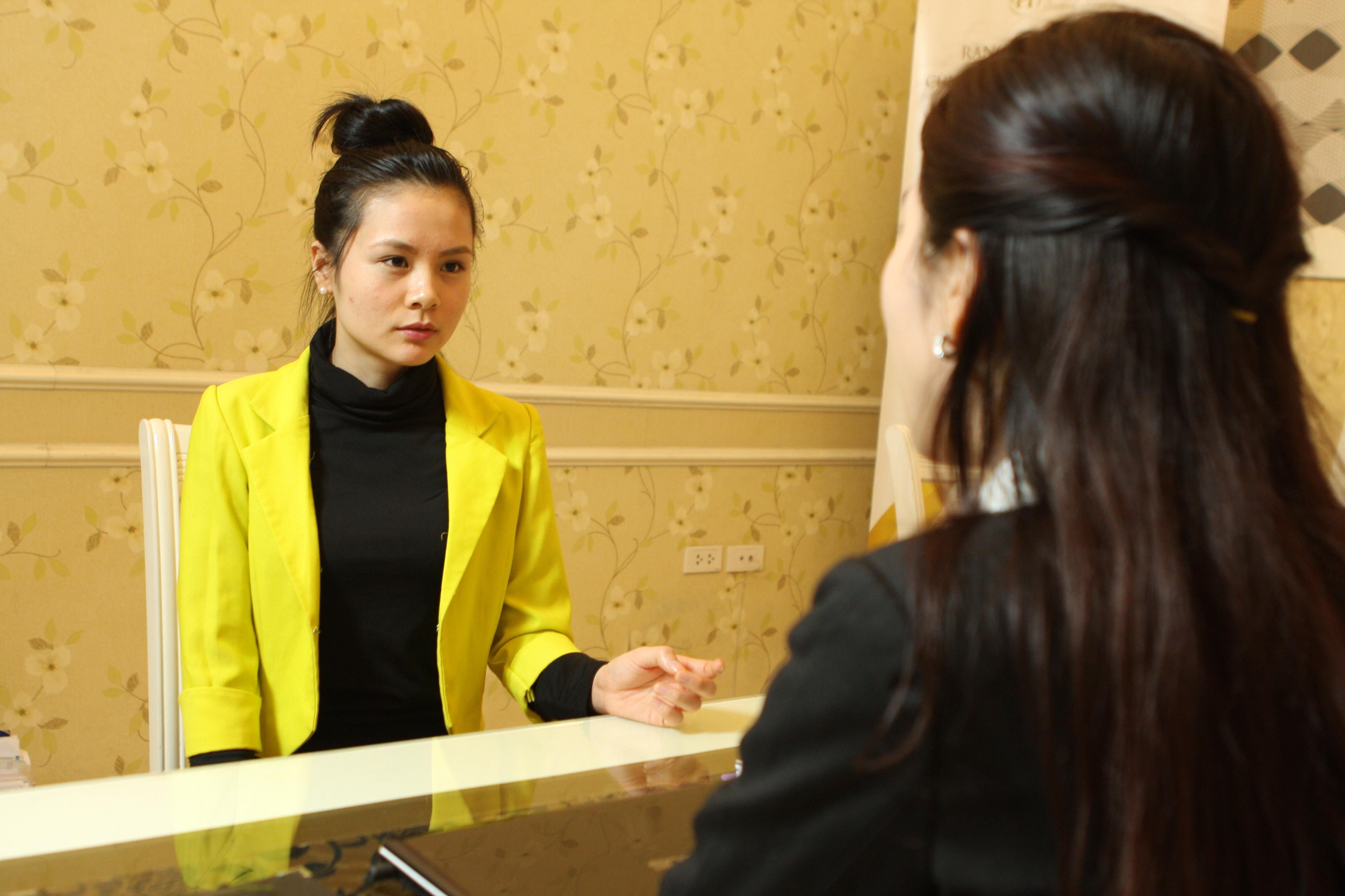 Tư vấn và thăm khám cho khách hàng